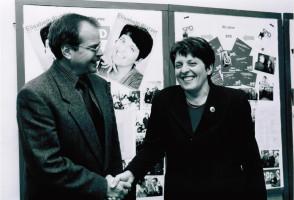 Bürgermeisterkandidatin Elisabeth Platzer mit Hans Mühlfenzl (2000) Foto: Helmut Wohner