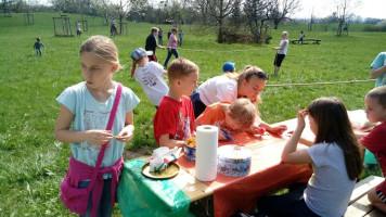 Ostereier suchen 2017 (spielende Kinder)