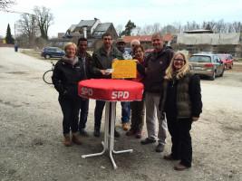 Spendenübergabe nach dem Radlflohmarkt 2015